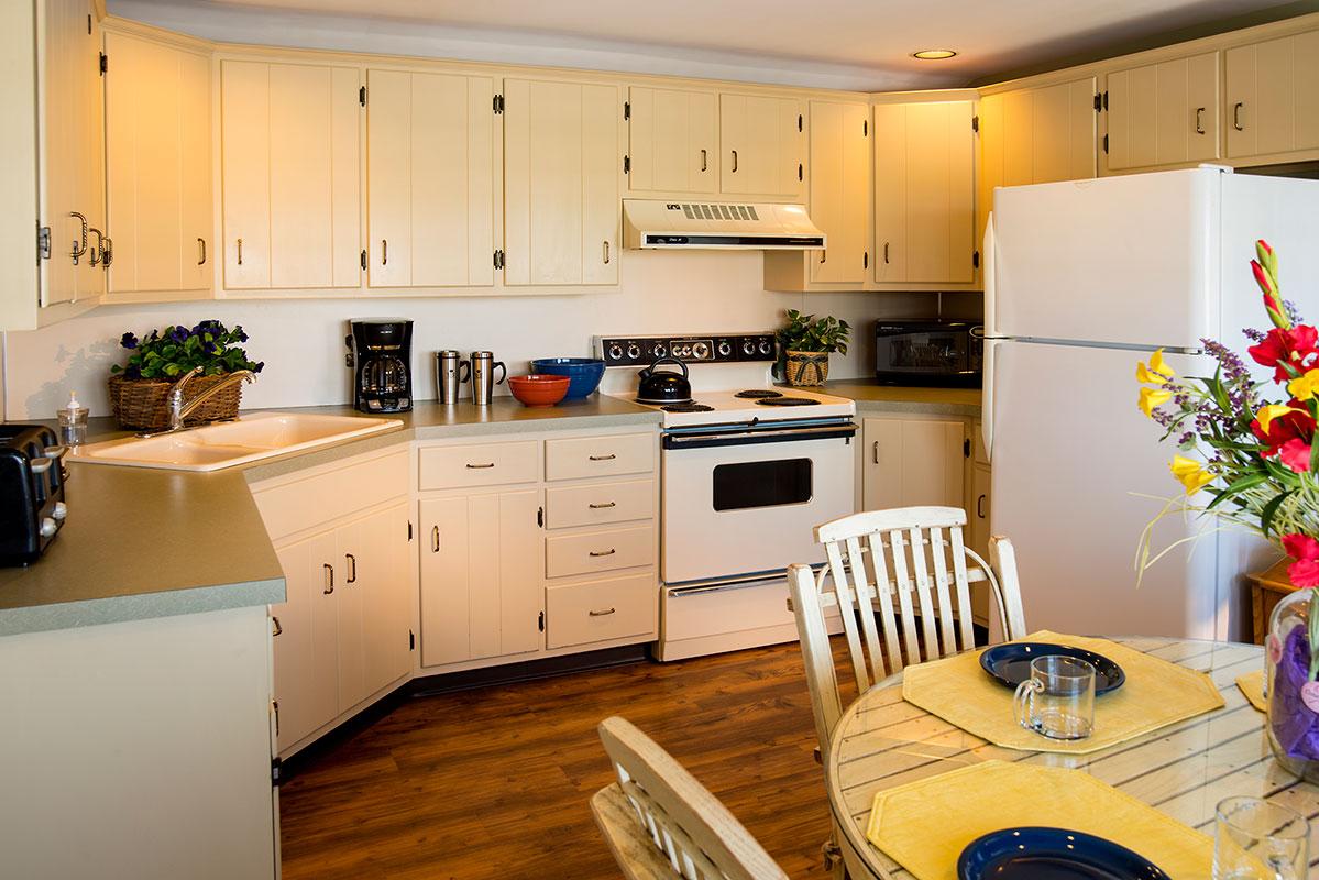 Spacious Suites   Kitchen Kettle Village