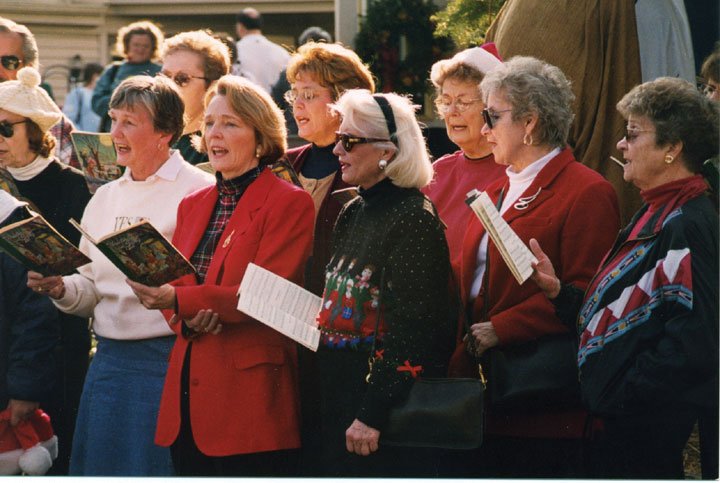 Kitchen Kettle Village - Carolers